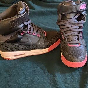 Nike Shoes - Nike air revolution sky high